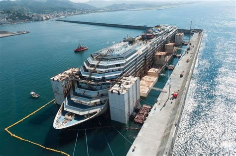 Schip Concordia by The Four Phases Of The Costa Concordia Dismantling Project