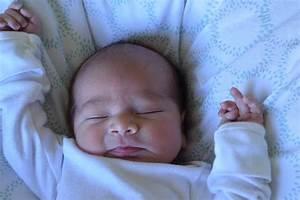 Baby Schläft Nicht Im Eigenen Bett : baby schlaeft viel 3 schlaf ~ Markanthonyermac.com Haus und Dekorationen