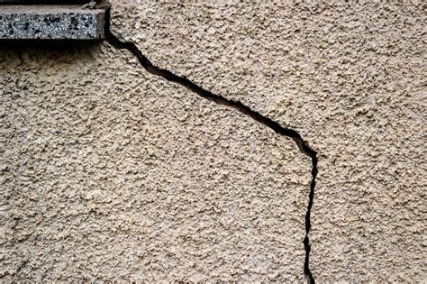 reboucher une fissure de maison