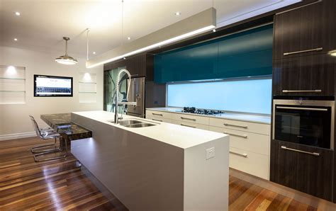 Modern Gas Kitchen With Fish Tank And Open Plan Pillars