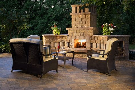 Outdoor Fireplaces : A Faux