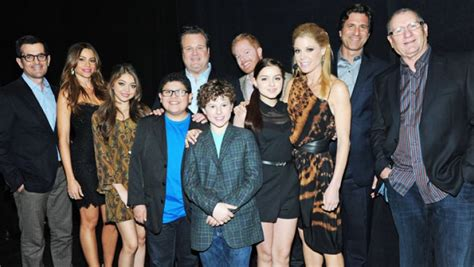 why the modern family cast should get paid right now reporter