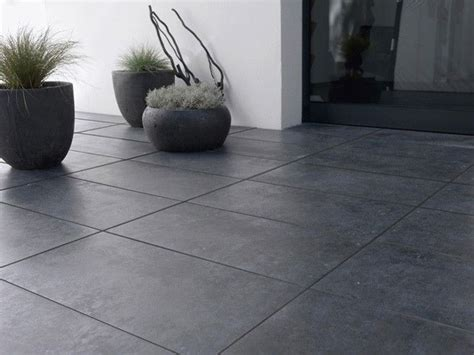 ce magnifique carrelage exterieur noir est 224 la fois mat et brillant un sol design pour une