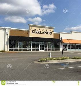 Kirkland's Retail Store And Parking Lot Editorial Image ...