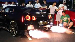 CRAZY LOUD Nissan GTR R35 Anti lag, Flames and Revs! - YouTube