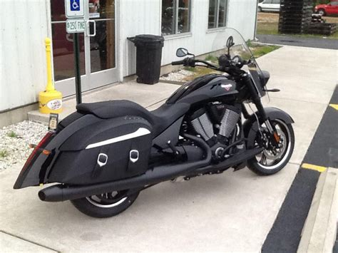 Buy 2014 Victory Cross Roads 8-ball Touring On 2040-motos